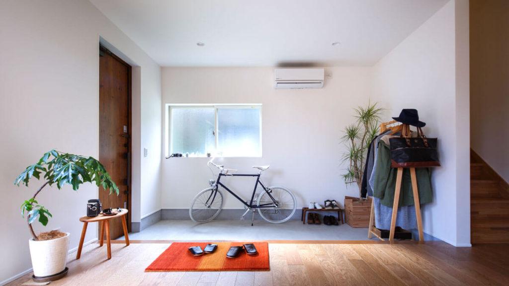 大きな土間玄関は、いろいろおけちゃう。ベビーカー、自転車、車椅子、コート等など。be-plus、パッシブデザインの家。