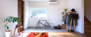 リビングから広がる土間玄関。只今と元気よく。パッシブデザイン、be-plus、家族のコミュニケーションがとれる家。