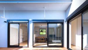 計算された軒、冬の暖かな温度を取り込む。夏の日差しはカットされ快適な家。be-plusu、パッシブデザインの家。