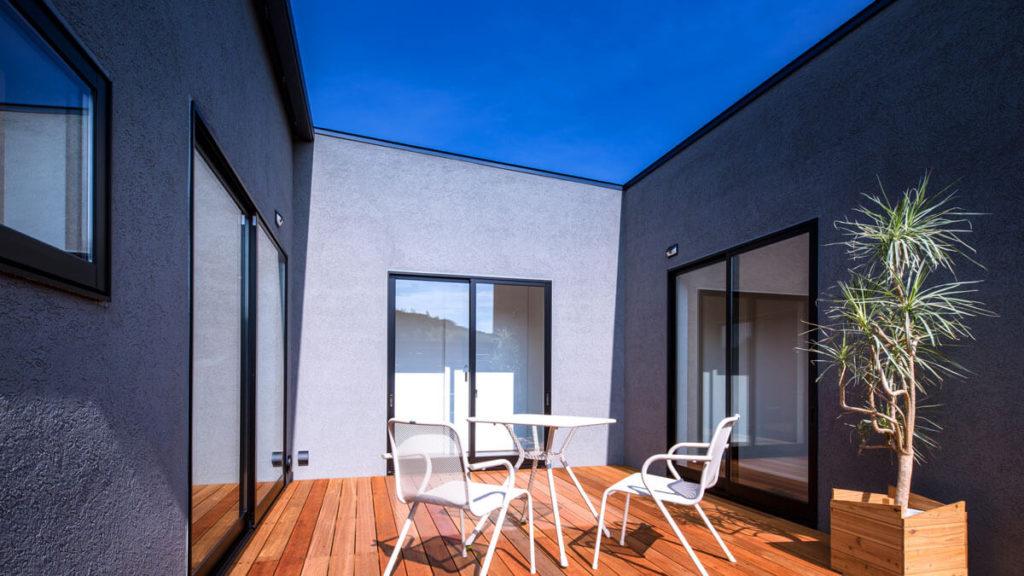 パッシブデザインCスタイルの家は、中央に外空間のある家。