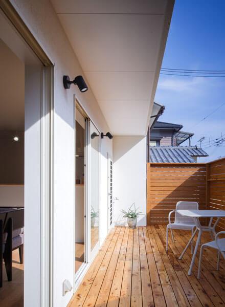 1月19日12時の日当たり、冬の暖かな光を取り込むパッシブデザインの家。